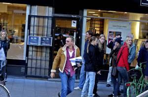 Daniel Craig : Devenu journaliste, il passe inaperçu dans la rue !
