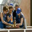 A Sète, l'équipe bleue découvre les ingrédients qu'elle va devoir cuisiner (MasterChef - jeudi 7 octobre 2010)