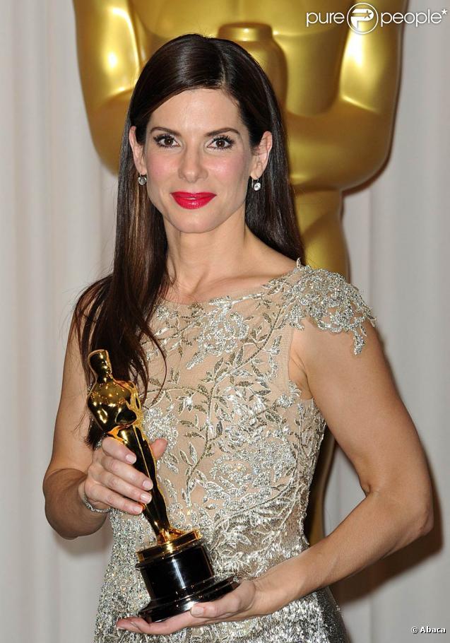 Sandra Bullock, ici lors de la cérémonie des Oscars en mars 2010, sera peut-être bientôt en tournage de  Gravity .