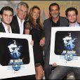 Jonathan et Julien Dassin avec Gilbert et Nicole Coullier et Christophe Barratier après avoir reçu deux disques de platine lors de la Générale d'Il était une fois... Joe Dassin, le 7 octobre au Grand Rex à Paris.