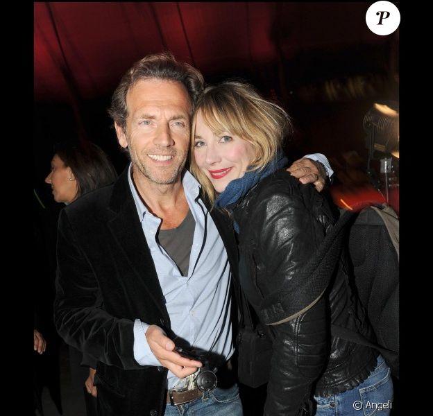 Stéphane Freiss et Julie Depardieu lors de la soirée d'anniversaire des 10 ans de Power Plate au club 104 à Paris le 11 octobre 2010