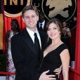Aaron Staton et sa femme Connie Fletcher Staton posent lors d'une soirée à Los Angeles en janvier 2010
