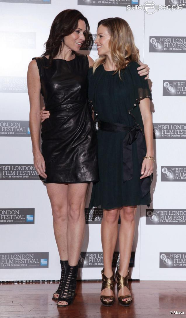 Minnie Driver et Hilary Swank lors de la présentation du film Conviction au festival du Londres du British Film Institute le 15 octobre 2010