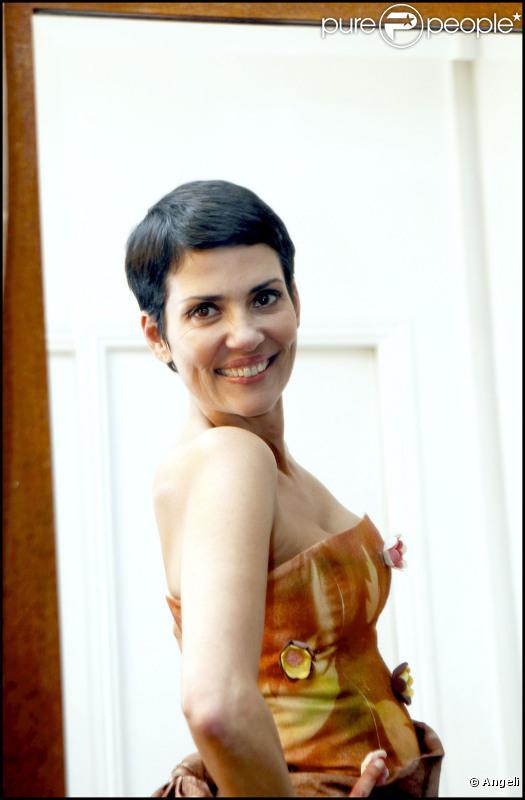 Cristina Cordula essaye une création de Jasmin Santanen et Arnaud Vodounou, imaginée pour le 16e Salon du Chocolat. 16/10/2010