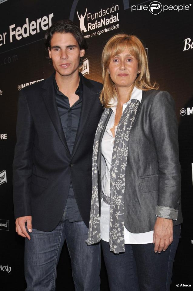 Rafael Nadal et sa mère Ana Maria Parera présentent le match de charité qui opposera Nadal à Federer, le 22 décembre prochain à Madrid. Madrid le 22 octobre 2010.