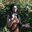 La chanteuse Katy Perry craque pour un modèle carré, gros verre et grosse monture.