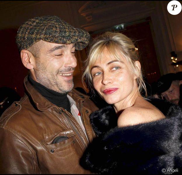 Emmanuelle Béart et Jean-Marc Barr à l'occasion du Bal de la Truffe, organisé par la maison Lancel à l'Hôtel Salomon de Rotschild, à Paris, le 8 novembre 2010.