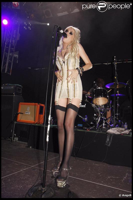 Oserez-vous les porte-jarretelles comme Taylor Momsen?