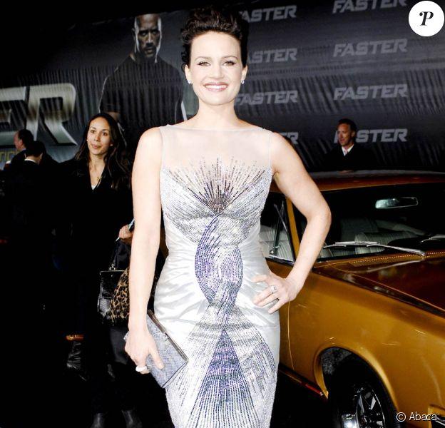La belle Carla Gugino lors de l'avant-première de Faster, qui s'est tenue au Graumann's Chinese Theatre d'Hollywood, à Los Angeles, le 22 novembre 2010.