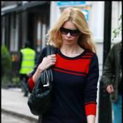 Claudia Schiffer : Elle confond encore les rues de Londres avec un podium !