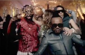 Fergie et les Black Eyed Peas jouent avec leur image dans le clip de The Time !
