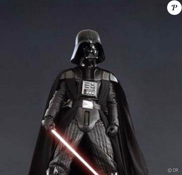 Le mythique costume de Dark Vador est vendu aux enchères chez Christie's, à Londres, le 25 novembre 2010.