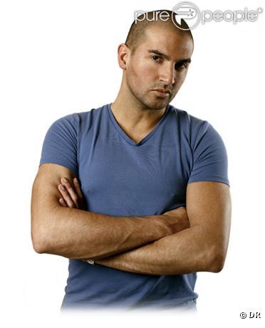 Alban Clavero est un DJ reconnu au sein de la sphère de la nuit parisienne. Il vient de sortir le single  Over You .
