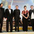 La 10e édition du Festival International du Film de Marrakech a connu une soirée inaugurale exceptionnelle, le vendredi 3 décembre 2010, notamment grâce à la présence massive des stars. L'équipe du film  Henry's crime .