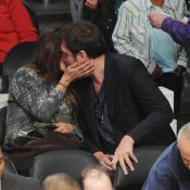Penélope Cruz enceinte : Un baiser à son Javier, en plein match des Lakers !