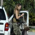 Elle Macpherson s'offre un week-end ensoleillé à Miami, le 11 décembre 2010.