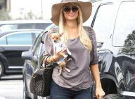 """Paris Hilton : Talons hauts et lunettes de soleil pour sa """"messe"""" quotidienne..."""