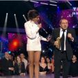 Patrick Timsit et Yelena Noah remettent le prix de l'Artiste masculin international de l'année.