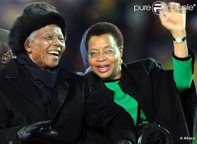 Nelson Mandela et sa femme Graca Machel, cérémonie de clôture de la Coupe du monde à Johannesburg, le 11 juillet 2010