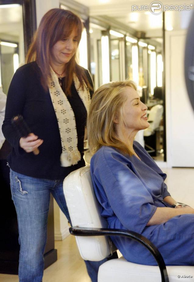 Sharon stone dans un salon de coiffure de beverly hills - Salon de coiffure usa ...