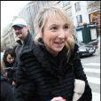 Audrey Lamy, lors de son arrivée au Fouquet's, sur les Champs-Elysées, à Paris, pour le déjeuner des nominés des César 2011, le 5 février 2011.