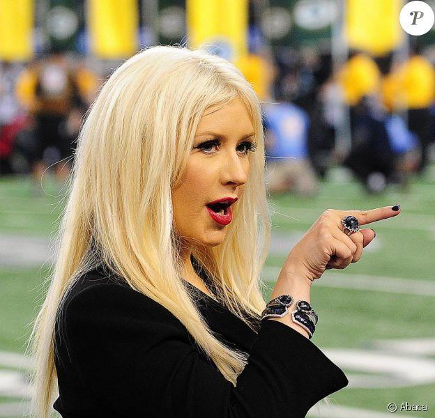 Christina Aguilera sur scène lors du Super Bowl le 6 février 2011 à Dallas