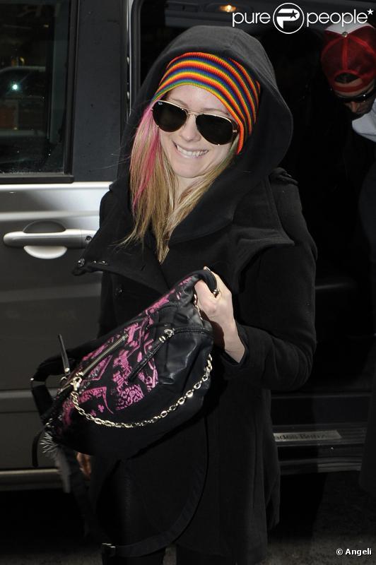 Avril Lavigne et son petit ami Brody Jenner arrivent à leur hôtel de Londres, dimanche 13 février.