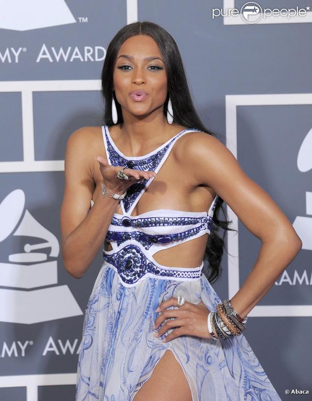 Ciara porte une robe Emilio Pucci à la cérémonie des Grammy Awards, le 13 février 2011.