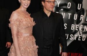 La divine Emily Blunt devenue rousse, face à Matt Damon et sa jolie femme !