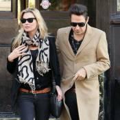 Kate Moss : A peine fiancée qu'elle donne un doux baiser à un autre !