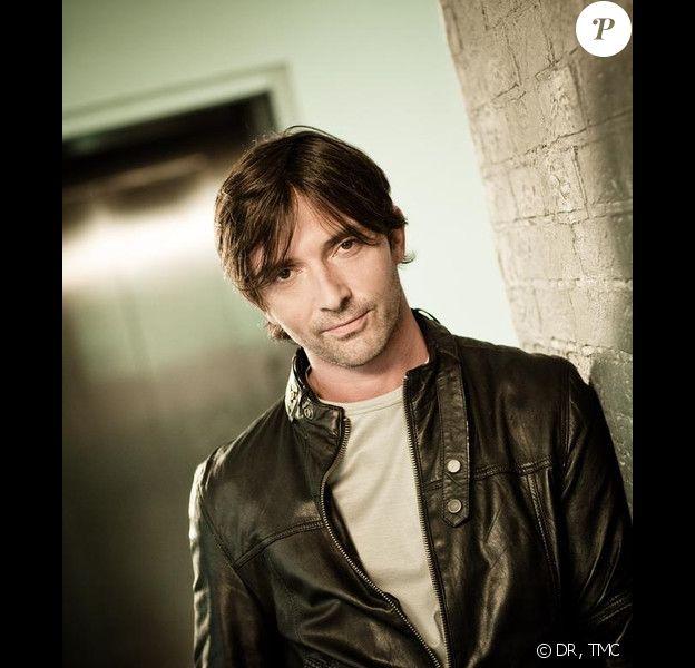 Sébastien Roch revient dans Les Mystères de l'Amour, la nouvelle fiction diffusée chaque samedi sur TMC depuis le 12 février 2011.