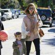 Jessica Alba, son mari Cash Warren et leur fille Honor, se détendent dans un parc de Beverly Hills le 20 février 2011