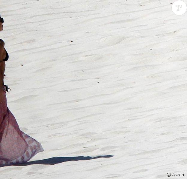Elisabetta Canalis sous le soleil de Mexico, en mars 2011.