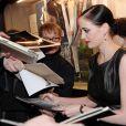Eva Green signe des autographes lors de la première allemande de Womb au Kino Theater à Hamburg le 28 mars 2011
