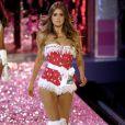 Doutzen Kroes sur le podium de Victoria's Secret, véhicule l'image du mannequin en formes