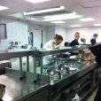 Pierre Sang, Stéphanie et Fanny travaillent d'arrache-pied en cuisine en vue de la finale de  Top Chef 2011 , lundi 4 avril.