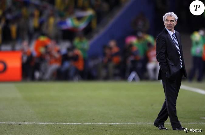 Raymond domenech le 22 juin 2010 pendant la coupe du monde en afrique du sud - Coupe du monde foot afrique du sud ...