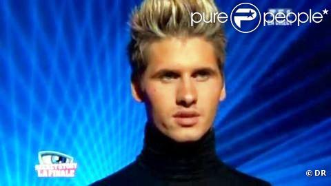 Benoît faisait partie des candidats de Carré ViiiP, émission retirée de l'antenne prématurément faute d'audience, le 31 mars.