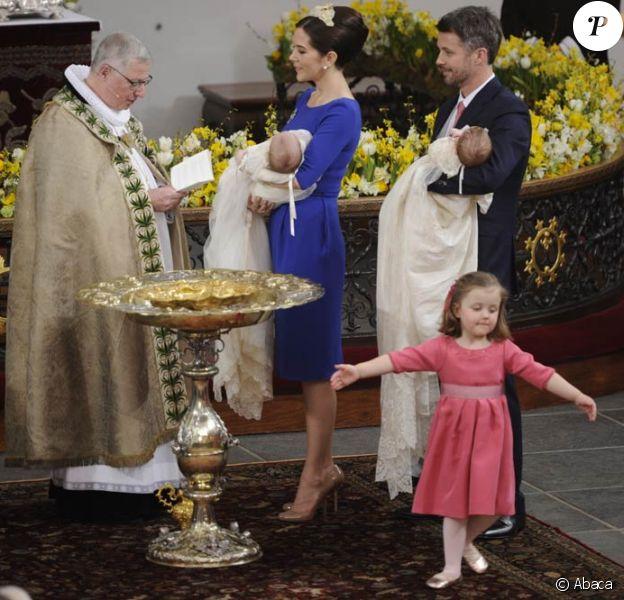 Le 14 avril 2011, le prince Frederik et la princesse Mary de Danemark ont fait baptiser leurs jumeaux, nés en janvier, à l'église protestante d'Holmen, à Copenhague. Le public a alors pu découvrir leurs prénoms : Vincent et Josephine.