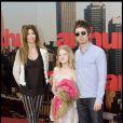 Noel Gallagher, Sara MacDonald et leur fille lors de l'avant-première du film Arthur à Londres le 19 avril 2011