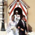 Pour son premier mariage avec Philippe Jugnot, Caroline de Monaco a choisi une robe simple et sans chichis... Monaco, 19 juin 1978