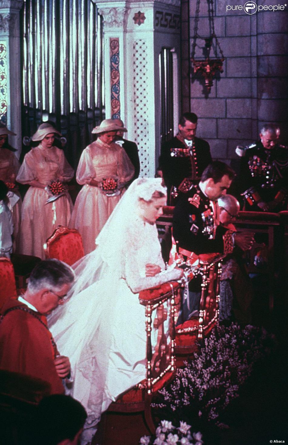 d3fb243271 A 27 ans, Grace Kelly s'unit au Prince Rainier de Monaco. Monaco, 18 avril  1956
