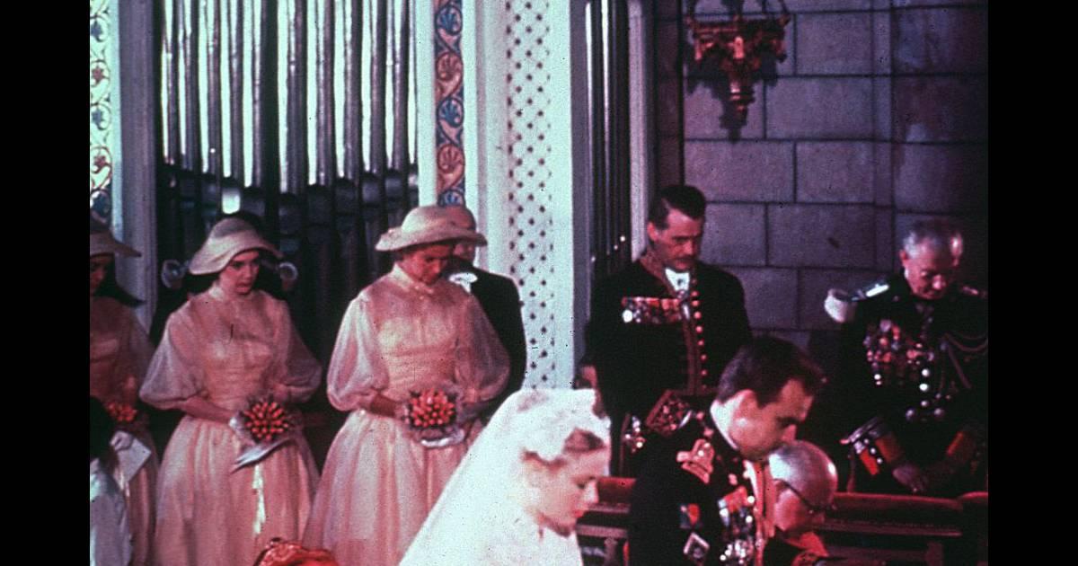 96f41a69df A 27 ans, Grace Kelly s'unit au Prince Rainier de Monaco. Monaco, 18 avril  1956 - Purepeople