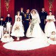 Lady Diana et son prince Charles posent pour la photo officielle. Londres, 29 juillet 1981