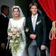 Radieuse, Clotilde Courau savoure ce jour inoubliable au bras de son  mari, le prince Emanuele Filibert  de Savoie. Rome, 25 septembre 2003