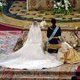 En épousant Felipe d'Espagne, la belle Letizia embrasse le destin de future reine consort du pays. Madrid, 22 mai 2004