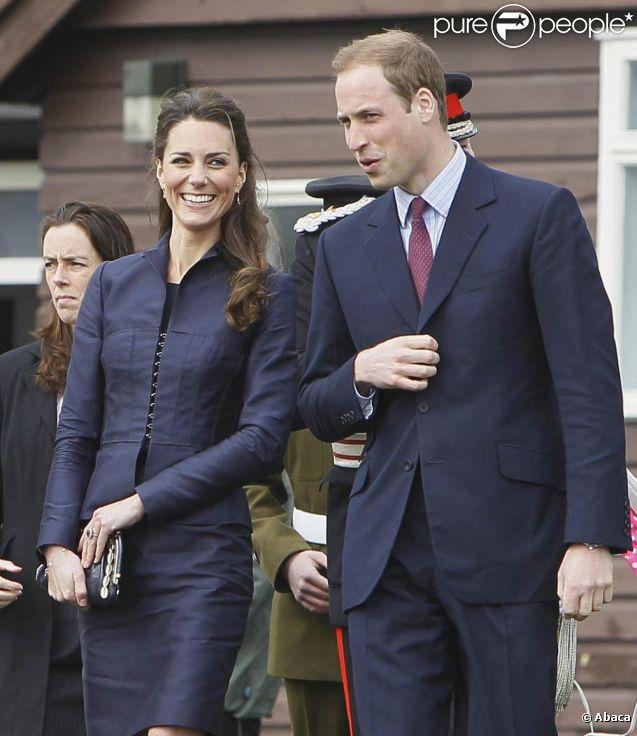 Devant l'abbaye de Westminster, les premiers fans du mariage de William et Kate (photo : en visite officielle dans le Lancashire, le 11 avril 2011) ont installé leur campement dès le mercredi 26 avril, à 48 heures de la noce !