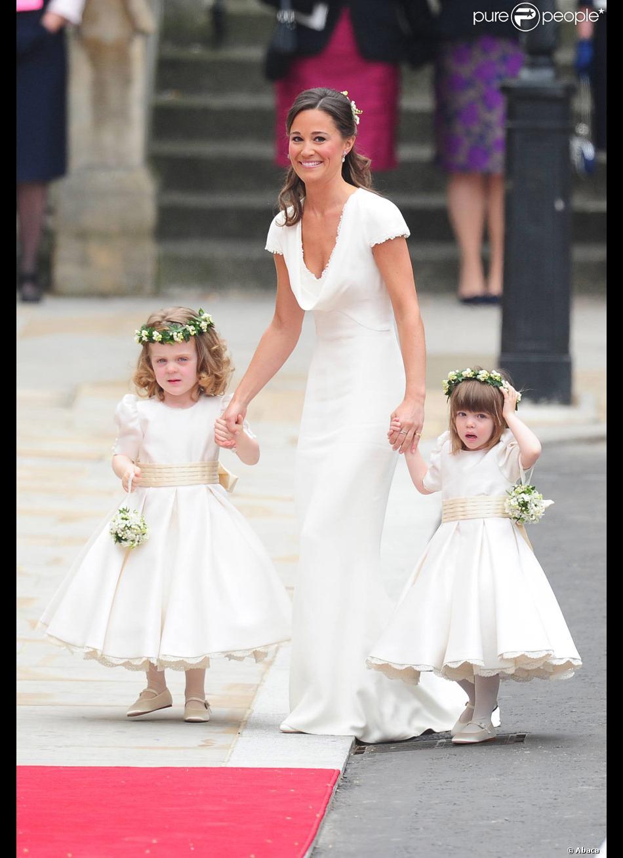 Pippa middleton avec la filleule de william et la petite for Petite occasion habille les mariages