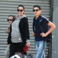 Jennifer Connelly avec ses deux fils Kai et Stellan à New York le 29 avril 2011, les trois mousquetaires à lunettes noires !