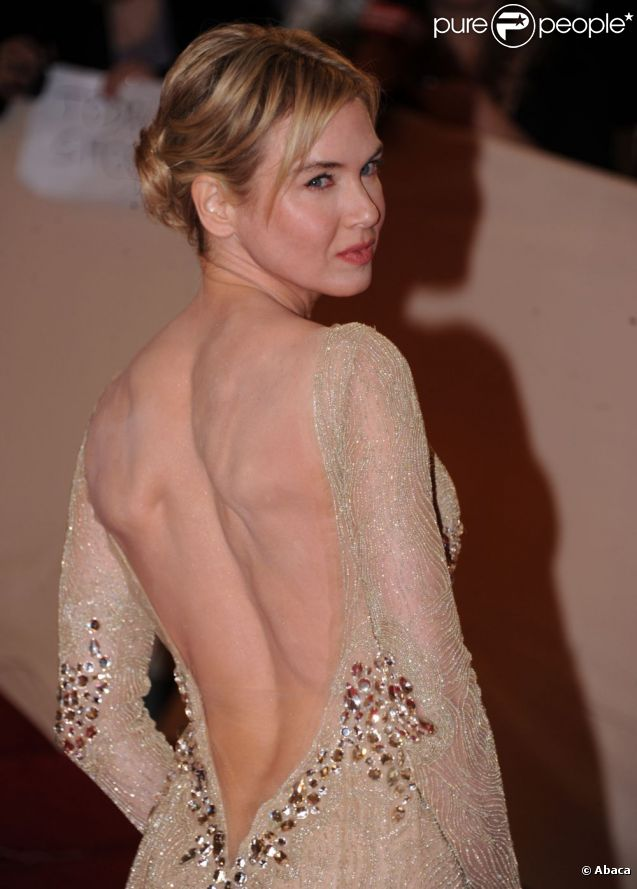 Renée Zellweger a chauffé l'atmosphère avec son cambré so sexy ! Une robe signée Carolina Herrera. New York, 2 mai 2011